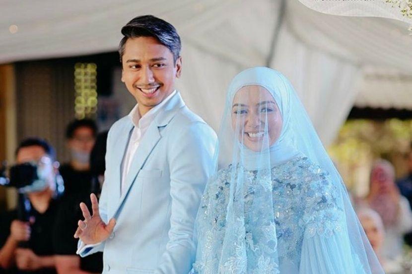 Lihat Wan Emir Genggam Tangan Mira Filzah, Naim Daniel Sebak Ketika Menyanyi Di Majlis Resepsi