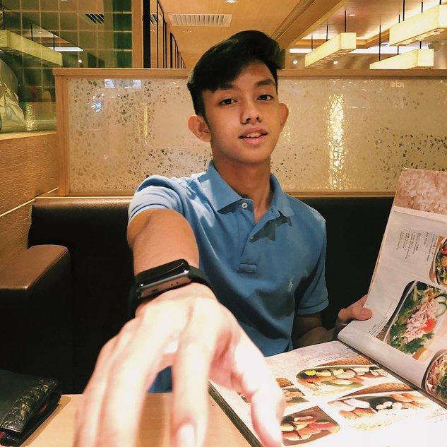 Tutup Pusat, Netizen Tetap Pertikai Ismail Izzani Tayang Gambar Tak Berbaju