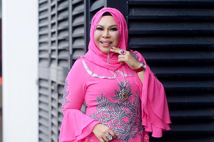 DSV Menangis Staf Hadiahkan Beg Tangan Berharga RM30,000