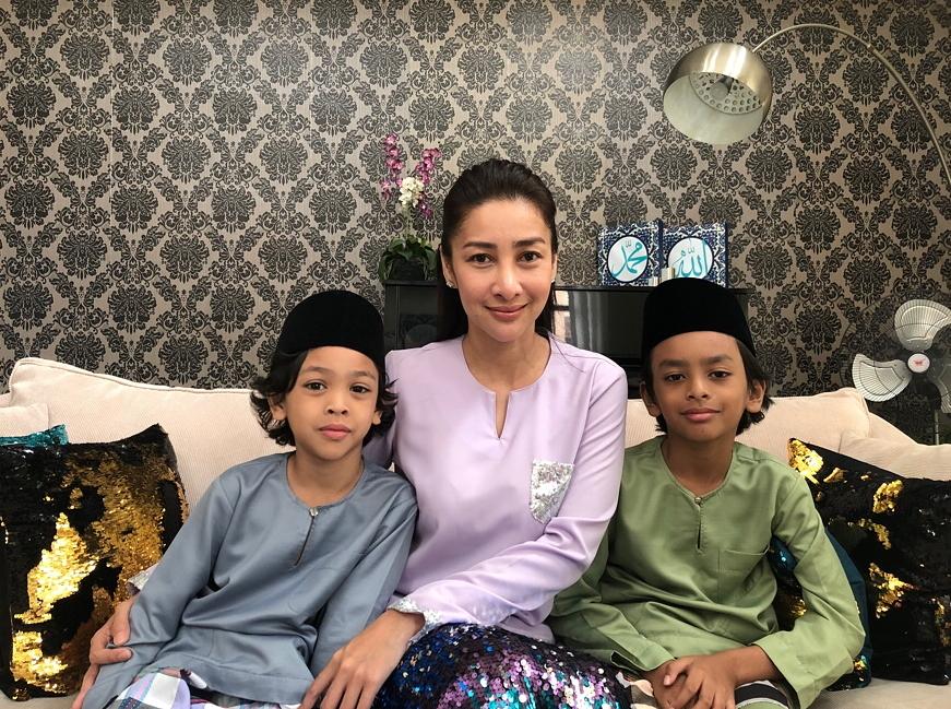 Rita Rudaini Didik Anak Bagi Kucing Jalanan Makan Sebelum Ke Sekolah