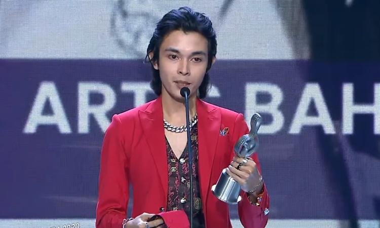Menang Kategori Artis Baharu Lelaki Popular Di ABPBH33, Netizen Akui Tak Kenal Siapa Chubb-E 6