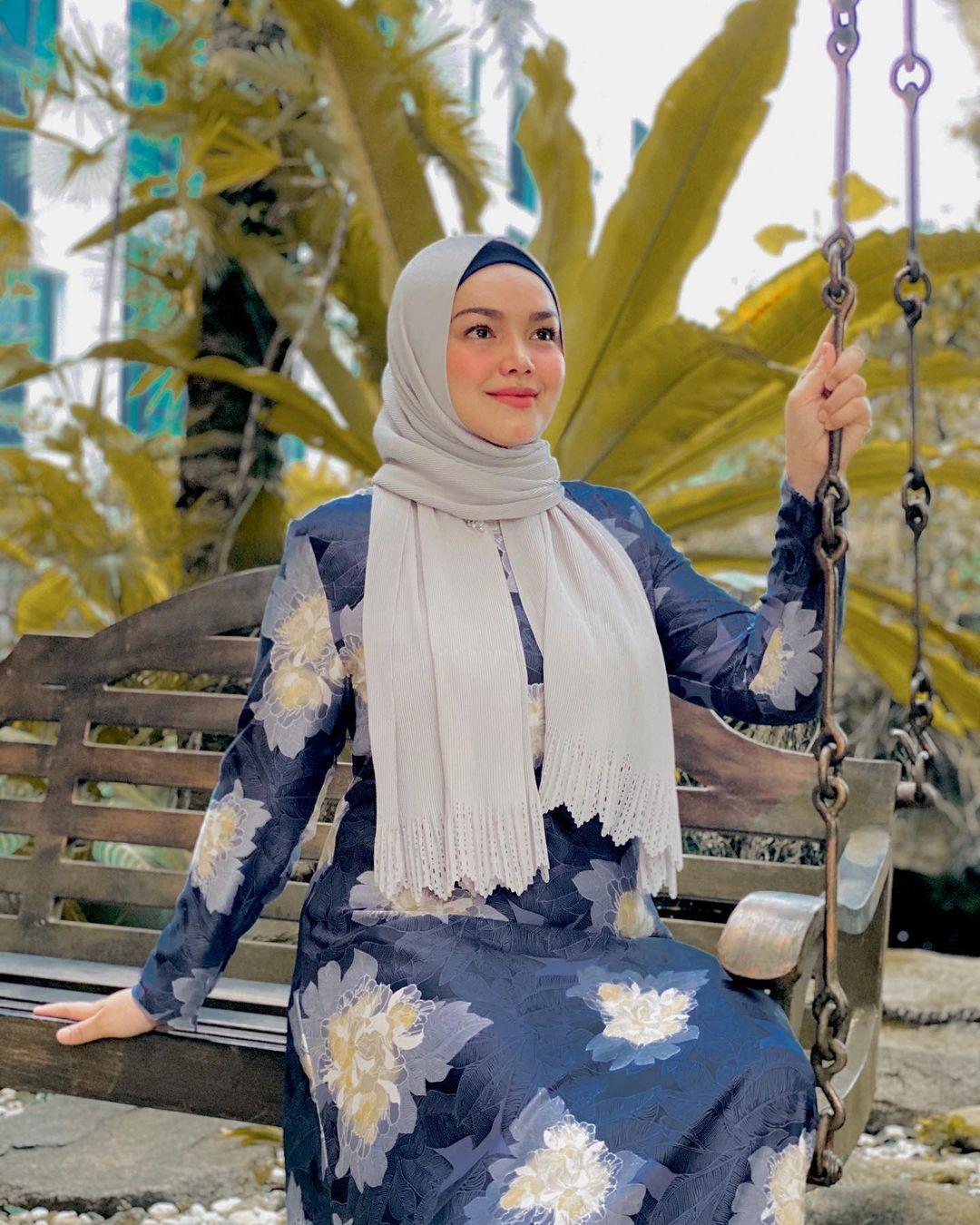 Selain Siti Nurhaliza, 7 Artis Cantik Ini Juga Hamil di