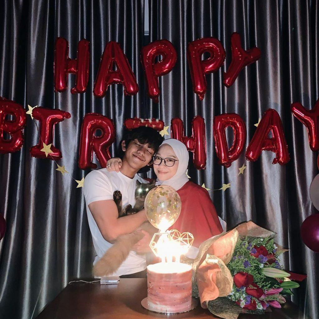 Ismail Izzani bersama ibu