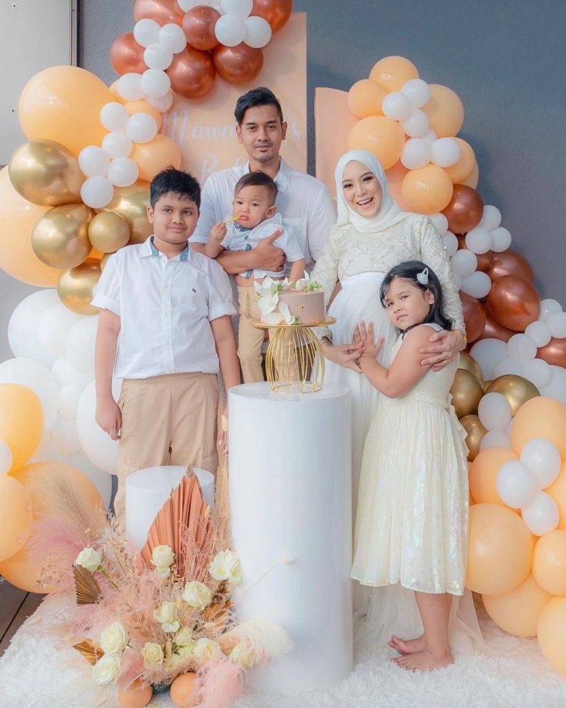 Mawar Rashid dan Keluarga