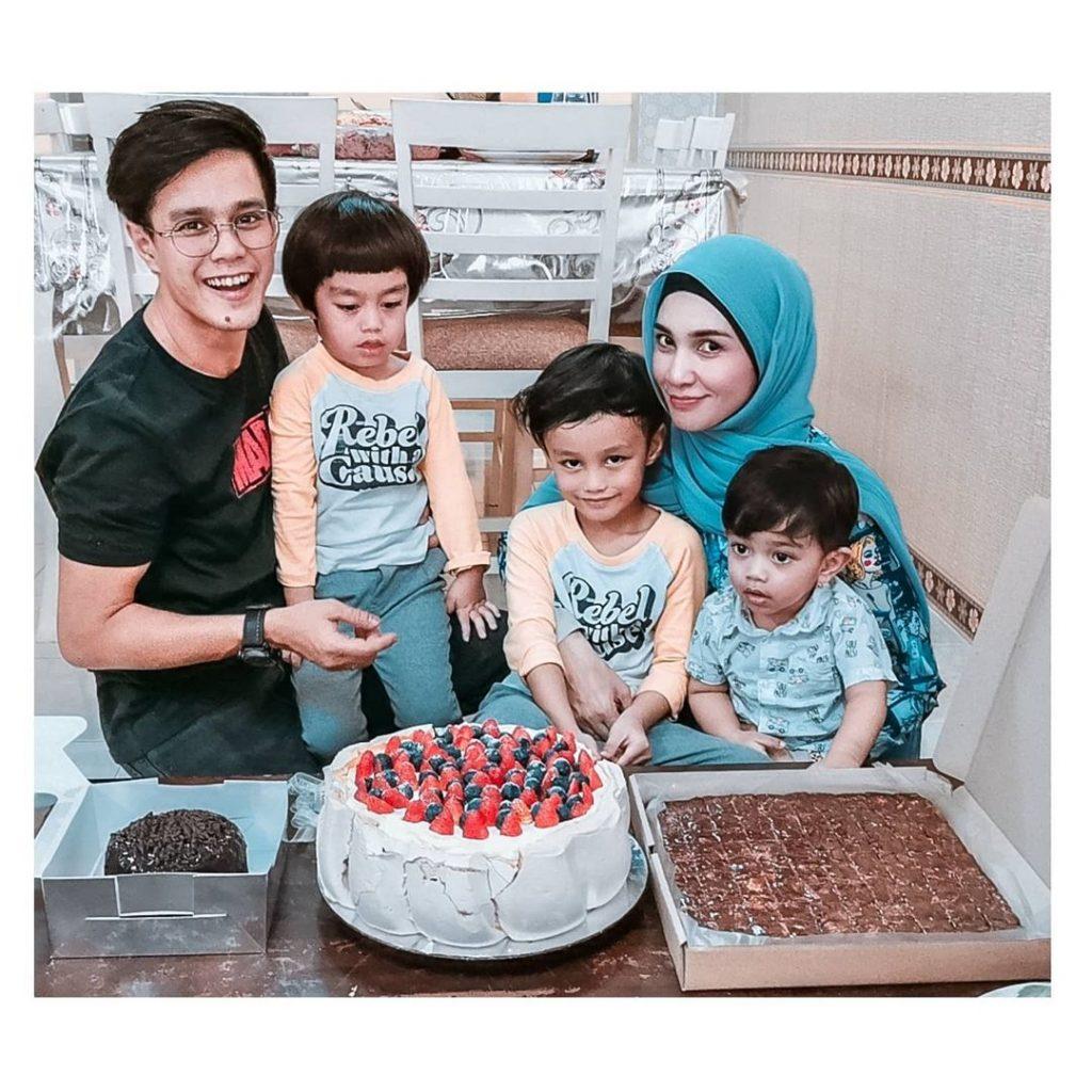 Izreen Azminda dan keluarga