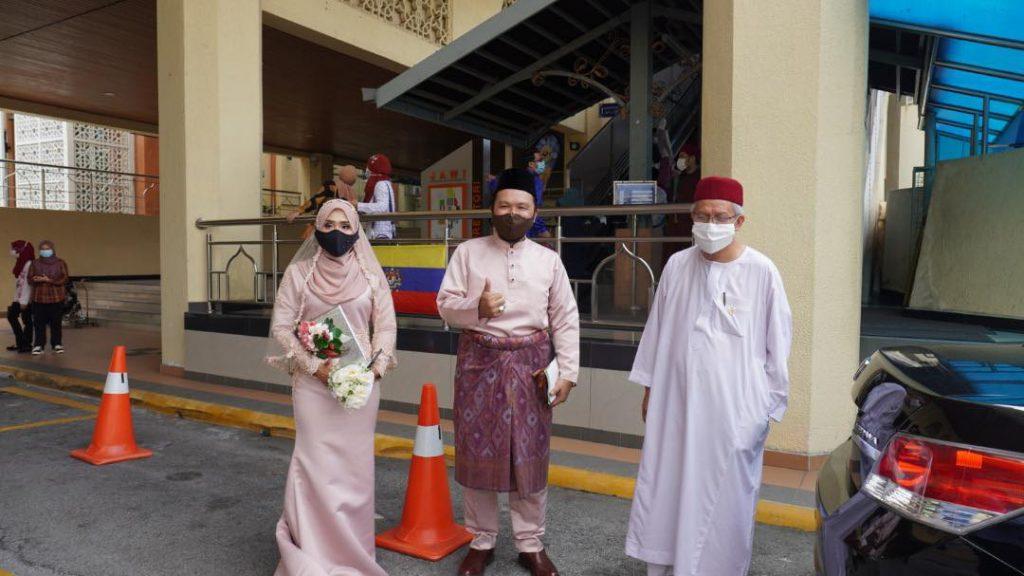 'Detektif Lim' Gerak Khas Selamat Bergelar Suami, Nikah Pada Usia 55 Tahun 4