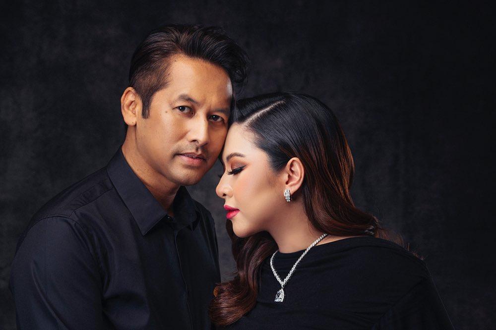 Miera Leyana dan suami