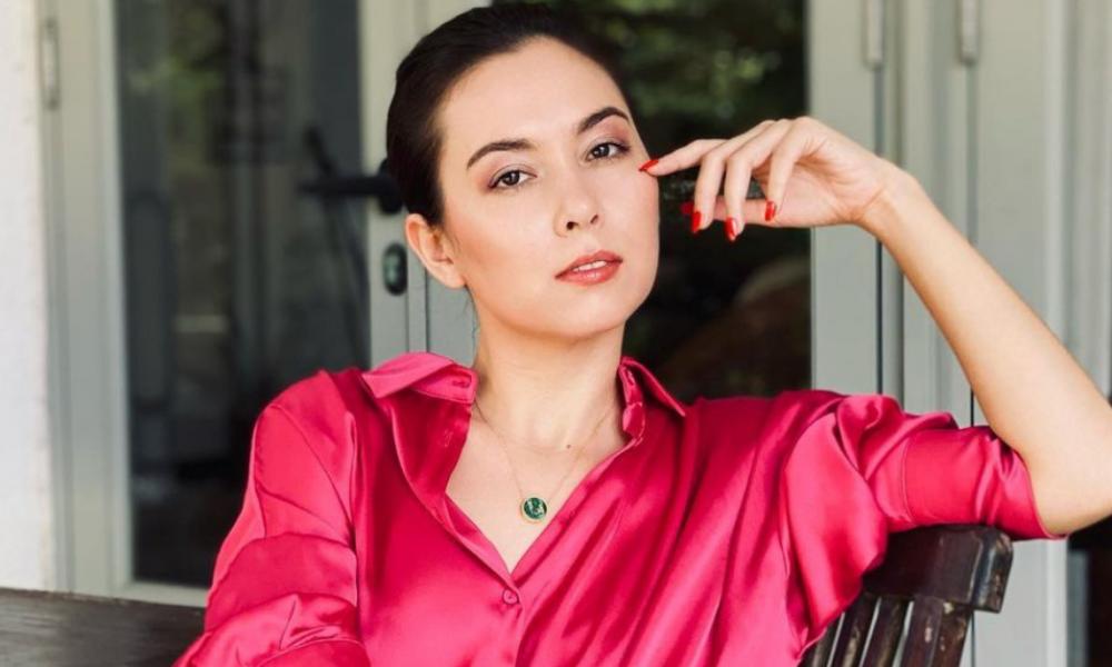 Bawa Watak Berbeza, Siti Saleha Cuba Imej Bersolek Tebal Dan Berkuku Palsu