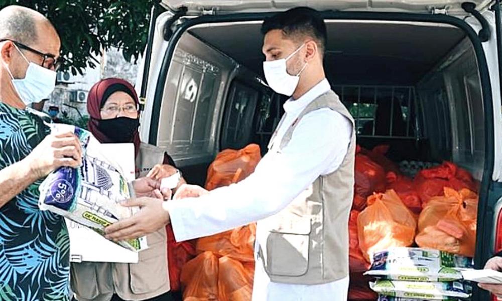 Pertubuhan Kasih Neelofa & PU Riz Bantu 110 Keluarga Susah