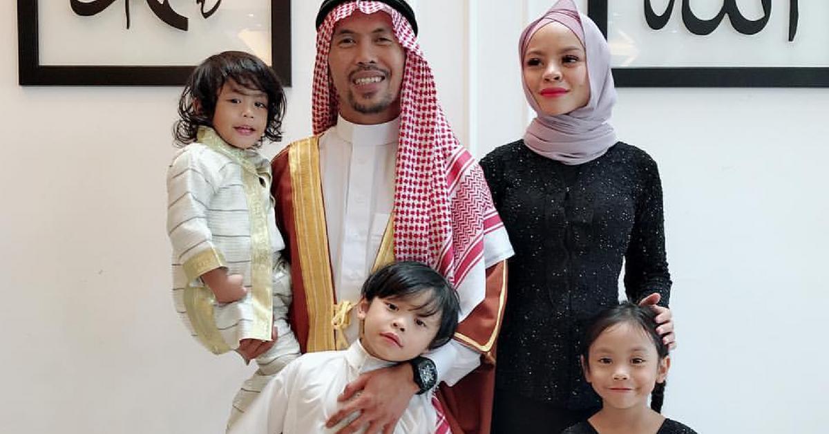 Siti Sarah dan keluarga