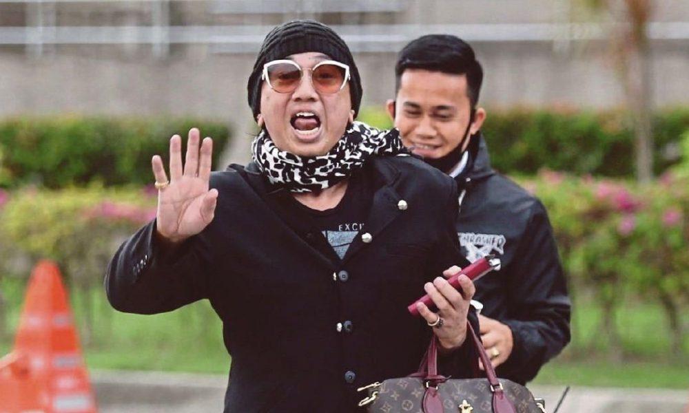 """""""Takkan Sebut Nama Sebab Dah Benci.."""" Azwan Ali Nak Saman Pelakon Wanita Kerana Dituduh Makan Rasuah"""