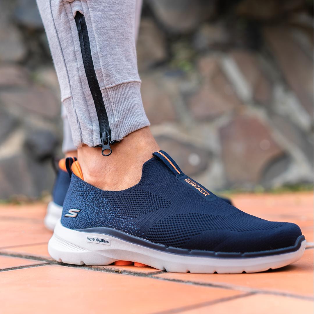 Salah satu koleksi daripada Skechers GOwalk 6