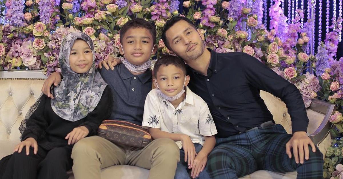 Aliff Syukri bersama anak-anaknya