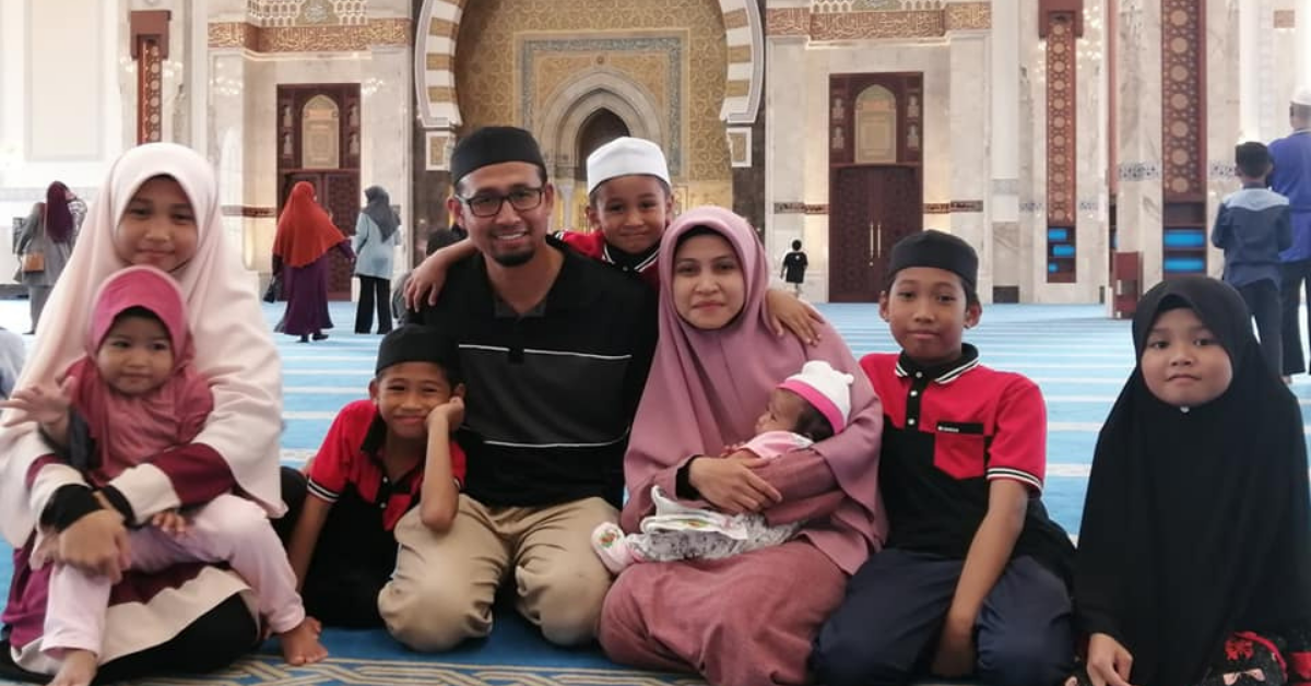 Ustazah Asma Harun dan keluarga