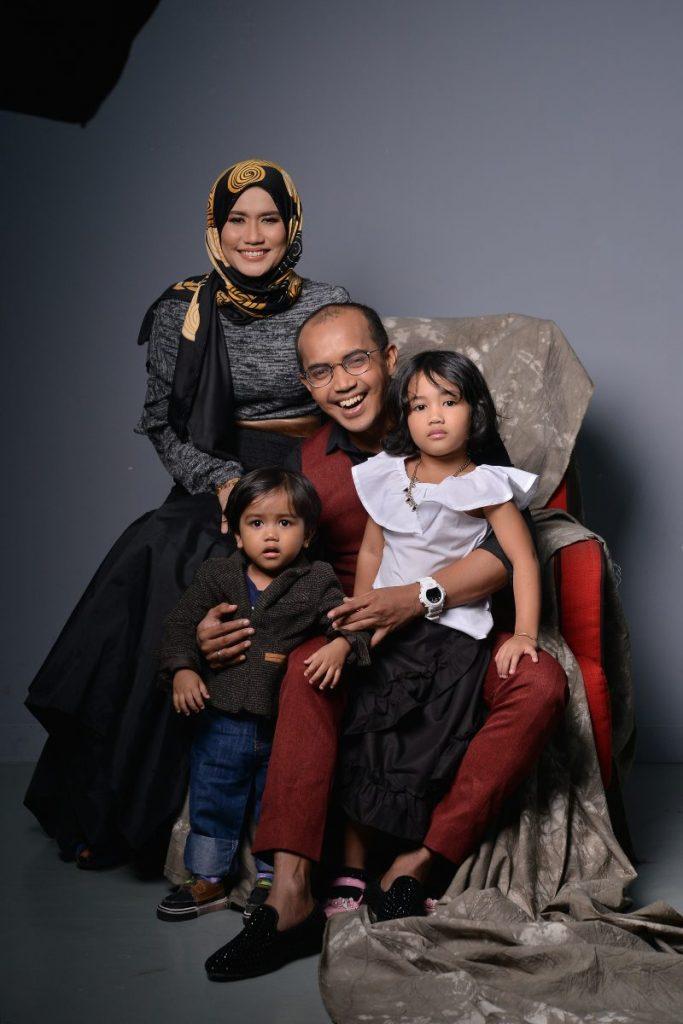 Ezad Lazim dan keluarga