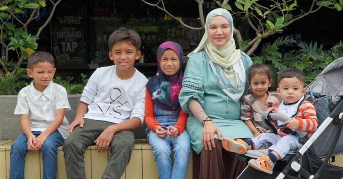 Datin Shahidah dan anak-anak