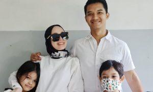 Vivy Yusof dan keluarga