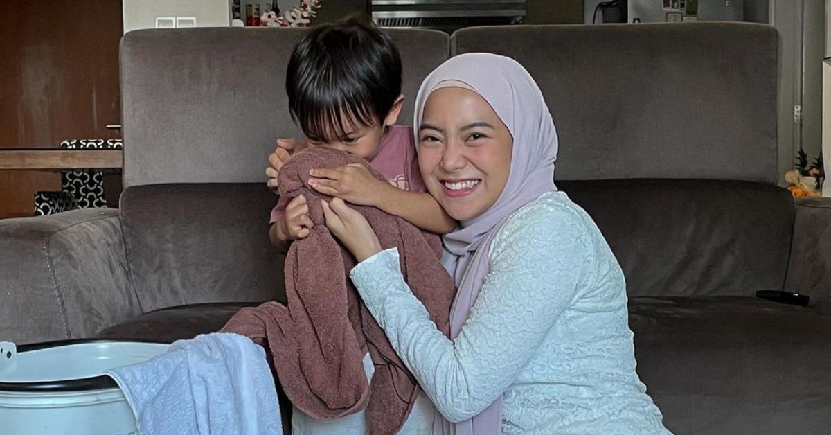 Mawar Rashid dan anak